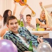 5 façons dont vous pouvez organiser une fêteà thème avec un budget limité