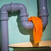 3 façons de garder des tuyaux de plomberie silencieux