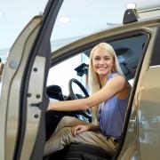 3 façons d'économiser de l'argent lorsque vous achetez ou louez une voiture