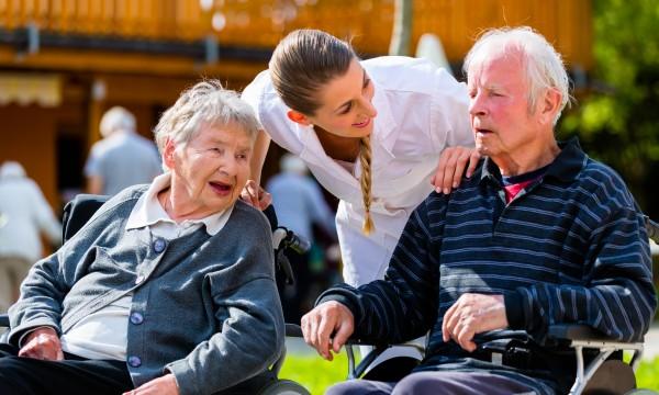 Soins en maison de repos pour les parents âgés: aperçu