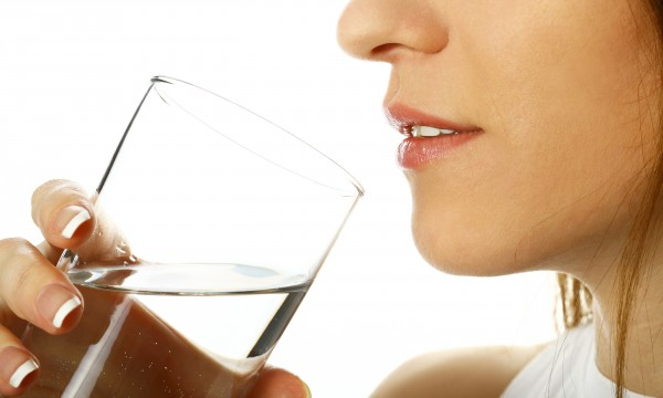 boire sans arr t et toujours avoir soif est ce normal trucs pratiques. Black Bedroom Furniture Sets. Home Design Ideas