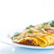 Préparez une omelette aux épinards et au fromage de chèvre