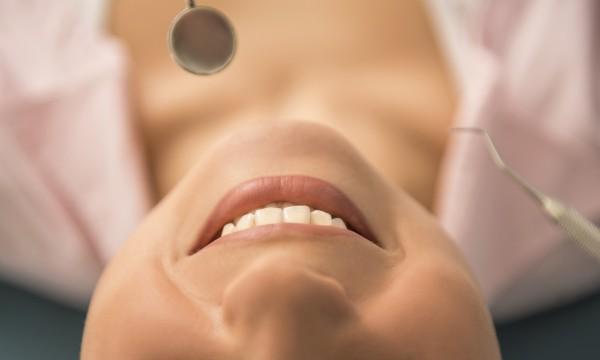 Guide complet pour les soins de vos dents: trucs pour éviter la douleur dentaire