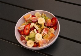 2 belles salades de fruits