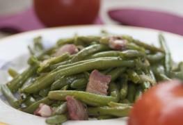 Cassolette de rondelles d'oignon et de haricots verts