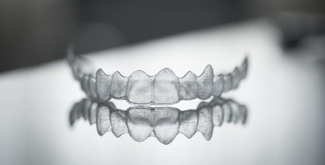 De belles dents grâce au traitement Invisalign