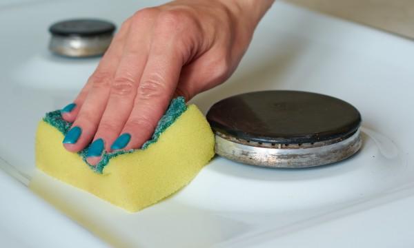 Les meilleurs conseils pour nettoyer la cuisine sans for Nettoyer une peinture a l huile