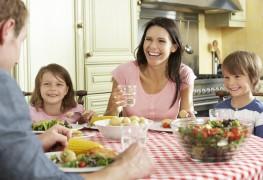 Mieux manger : 4 trucs simples pour le faire en famille