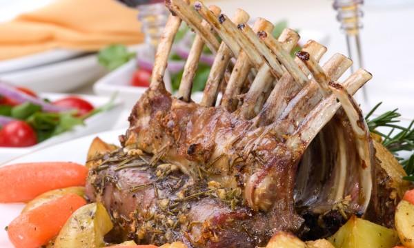 Recette délicieuse et simple : agneau frotté à l'ail et aux plantes aromatiques
