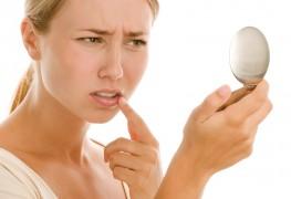 Faut-il percer un bouton de fièvre ou un feu sauvage avec une aiguille?