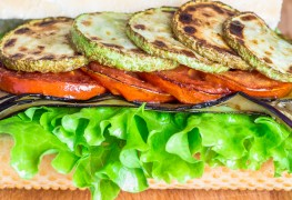 Sandwichs aux aubergines et aux tomates grillées