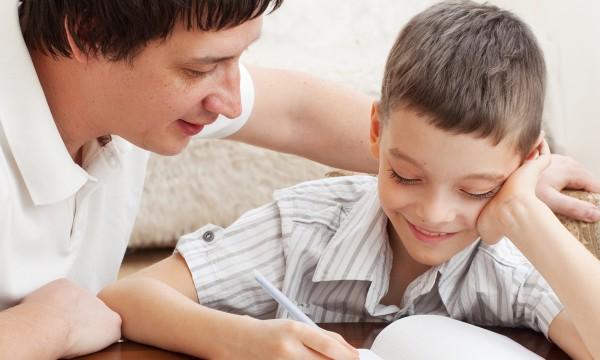 5 excellentes façons d'aider un enfant à faire ses devoirs