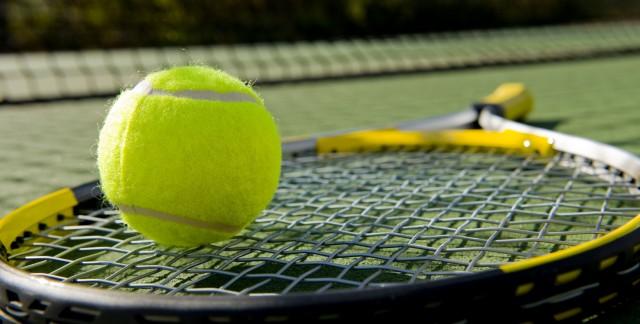 4 jeux de tennis amusants à faireavec des groupes nombreux