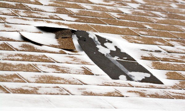 5 façons de prévenir les dommages au toit pendant l'hiver