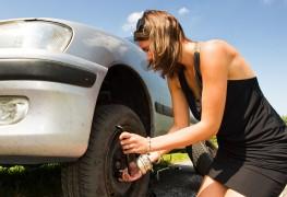 Changer un pneu de voiture? Oui, vous pouvez le faire!