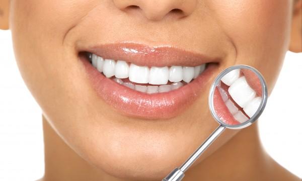 6 changements de style de vie pour traiter la perte des dents
