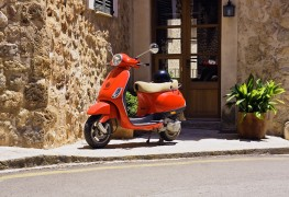 Comment charger votre scooter électrique en 3 étapes