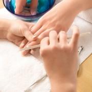 Comment repousser les cuticules des ongles