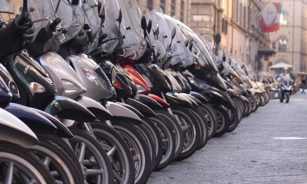 4 conseils pour n gocier le prix d achat d une moto trucs pratiques. Black Bedroom Furniture Sets. Home Design Ideas