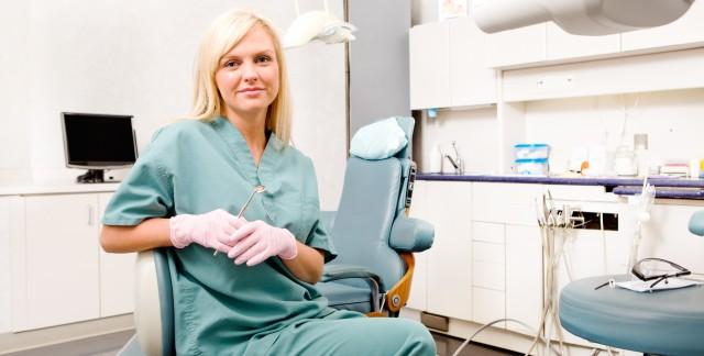 À quelle fréquence faut-il aller chez le dentiste?