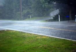 4 mesures simples pour conduire en toute sécurité sous la pluie et le vent