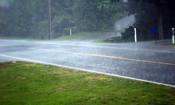 4 mesures simples pourconduire en toute sécurité sous la pluie et le vent