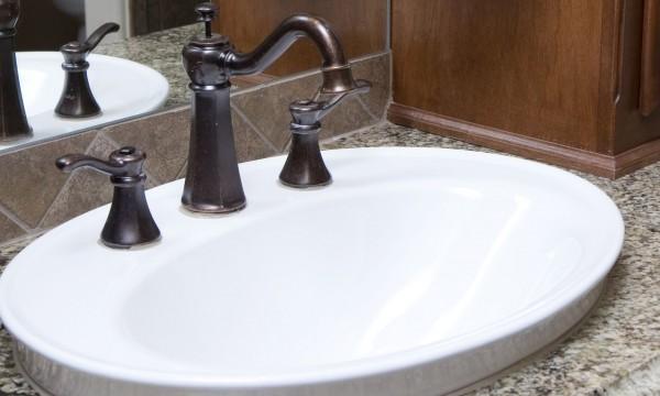Petit conseil astucieux pour embellir un vieux lavabo