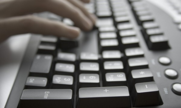 L'art de nettoyer écran, clavier et souris d'ordinateur