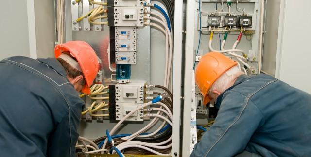 Les électriciens industriels, des professionnels très en demande