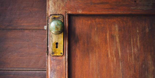 3 étapes simples pour isolerune porte et contrer lescourants d'air