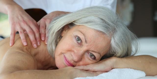 Le massage pour personnes âgées: une magie trop peu pratiquée