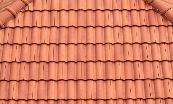 Remplacez une tuile de toit endommagée en 5 étapes