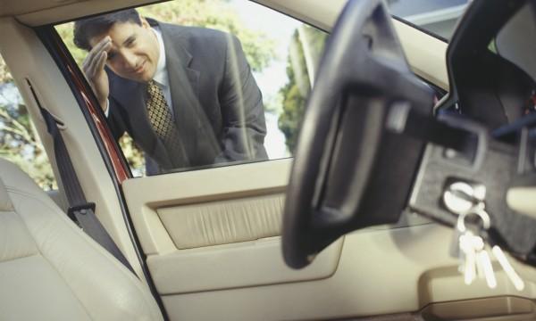 Au secours! Mes clés sont embarrées dans l'auto!