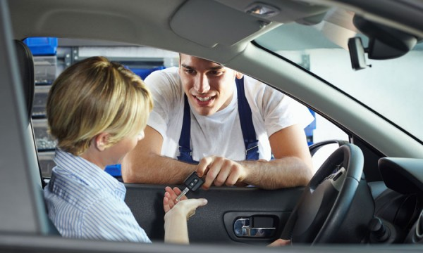Réparer le revêtement de toit de votre auto, ce n'est pas sorcier!