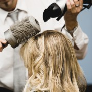 Pour une chevelure somptueuse, pensez à la mise en plis!