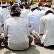 Code vestimentaire pour des funérailles hindoues