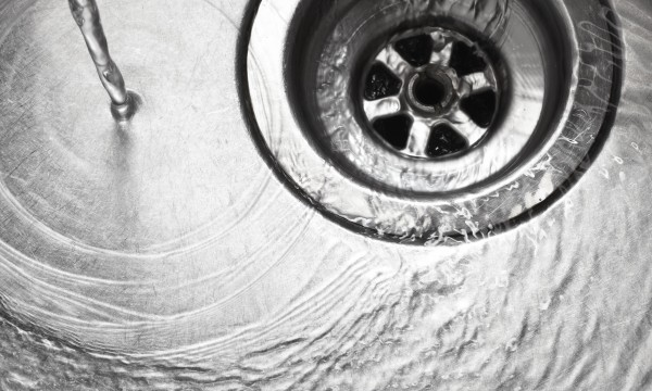 3 trucs à la portée de tous pour déboucher un drain