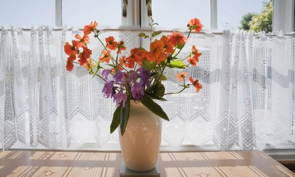 5 vari t s de fleurs coup es faciles cultiver pour votre maison trucs pratiques. Black Bedroom Furniture Sets. Home Design Ideas