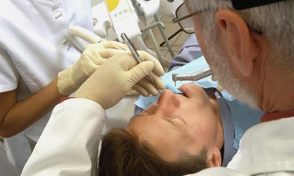 Conseils pour bien récupérer d'une chirurgie dentaire