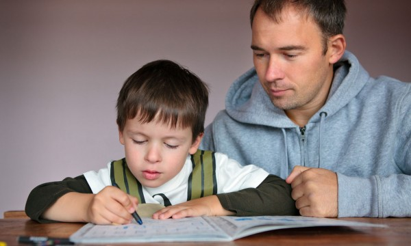 Pourquoi les devoirs sont bénéfiques pour votre enfant