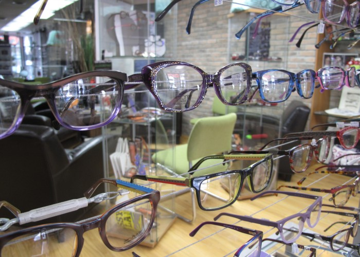 Diane Pilotte Opticienne – Opticien, optométriste, verres, montures, montures de créateurs, lentilles de contact, examens oculaires, Tag Heuer, Lafont, Cazal, Volte Face