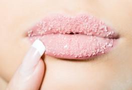 Dîtes adieu aux lèvres sèches avec nos meilleures astuces