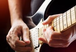 2 façonssimples d'accorder une guitare électrique.
