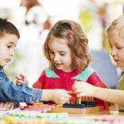8 conseils pour enseigner le partage à votre enfant