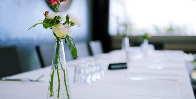 Pour une ambiance réussie, les fleurs pour restaurant sont incontournables