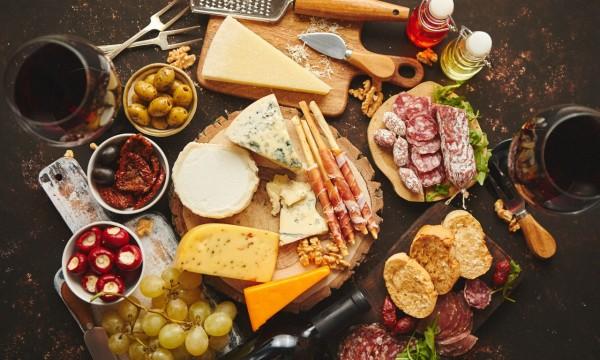 Comment organiser une soirée vins et fromages pour deux