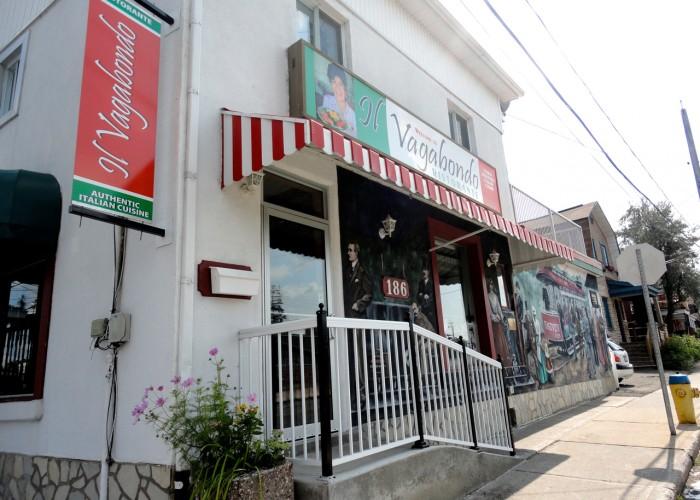 Il Vagabondo est un restaurant italien situé à Ottawa, connu pour ses pâtes et ses bouillons maison.