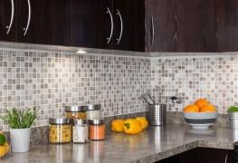 Comment rénover votre cuisine ou votre salle de bains sans casser votre tirelire?