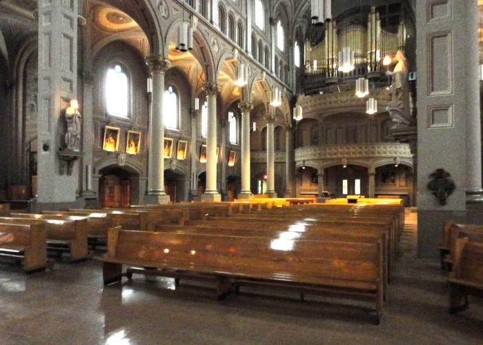 Le Gesù présente concerts, humoristes, danse, conférences et expositions. Avec son église historique, l'art, la culture et le sacré s'y rencontrent.