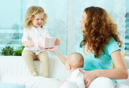 Fête des Mères: 4 cadeaux attentionnés à offrir à une nouvelle maman